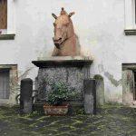 נאפולי: תעלומת ראש הסוס בארמון קאראפה