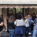 נאפולי: אנטיקה פיצריה דה מיקלה – שירה בתנועה